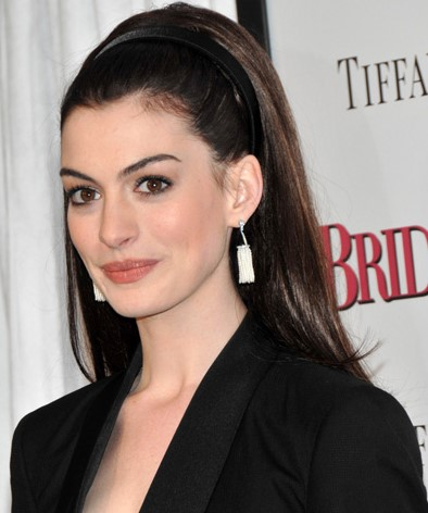 medium-how-to-style-hair-accessories-headbands-hairstyles-ways-to-wear-annehathaway-black.jpg
