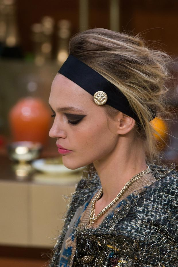 medium-how-to-style-hair-accessories-headbands-hairstyles-ways-to-wear-chanel-beauty-autumn-fall-winter-2015.jpg