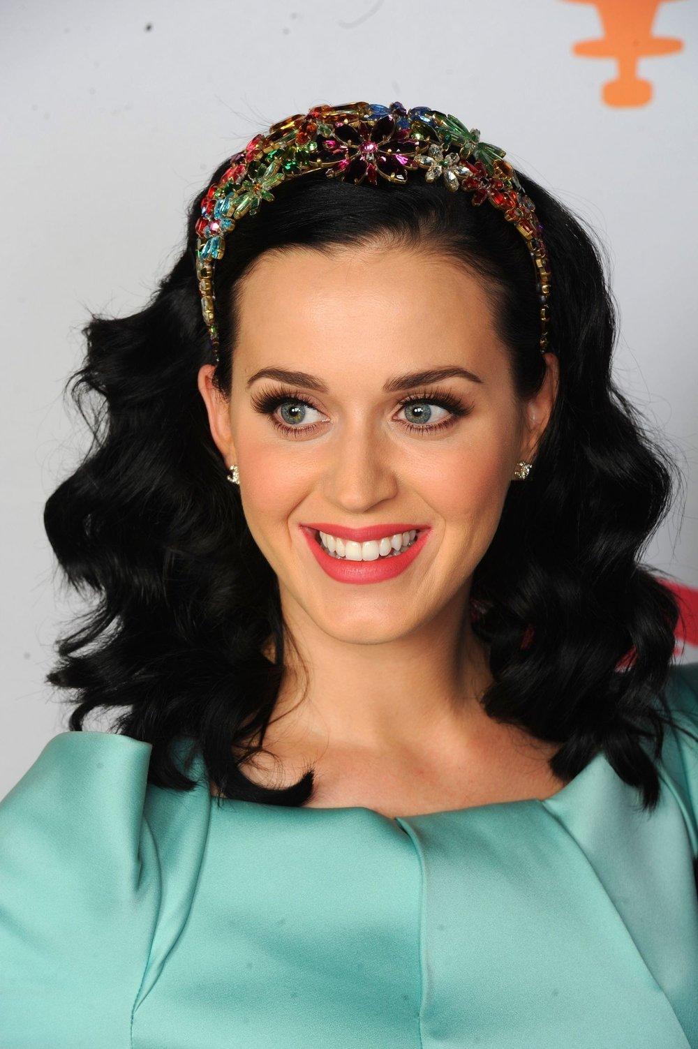 medium-how-to-style-hair-accessories-headbands-hairstyles-ways-to-wear-katyperry-jewel-embellished-ornate.jpg