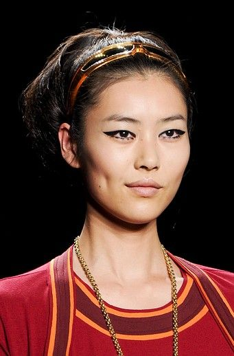 medium-how-to-style-hair-accessories-headbands-hairstyles-ways-to-wear-ponytail-runway-trend.jpg