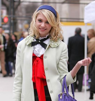 medium-how-to-style-hair-accessories-headbands-hairstyles-ways-to-wear-sidebangs-blonde-wavy-school-preppy.jpg