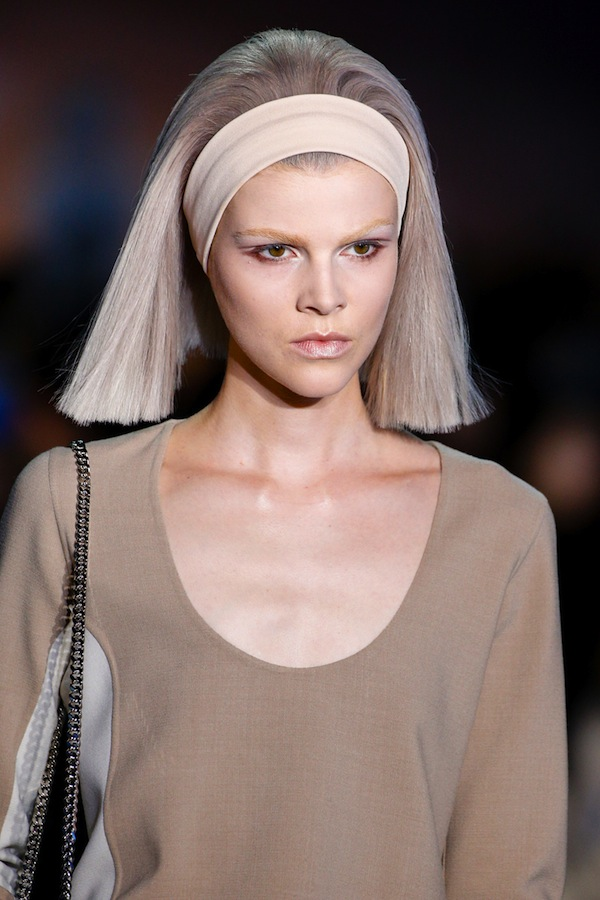 wide-how-to-style-hair-accessories-headbands-hairstyles-ways-to-wear-oversized-bob-straight.jpg