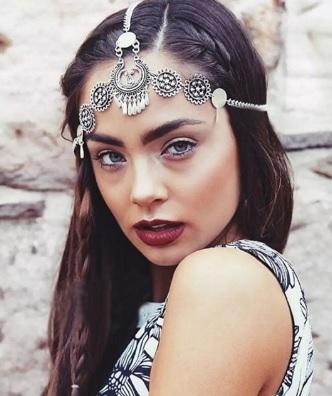 chain-how-to-style-hair-accessories-headbands-hairstyles-ways-to-wear-chain-boho-bohemian-hippie-coachella-silver-braid.jpg