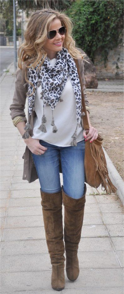 blue-light-skinny-jeans-leopard-print-blonde-tan-bag-tan-shoe-boots-otk-fall-winter-thanksgiving-outfits-holidays-lunch.jpg