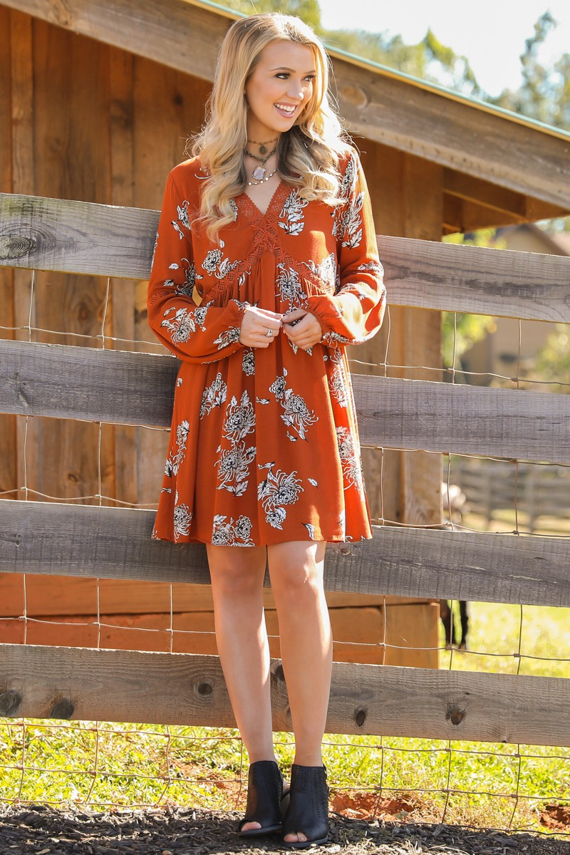 orange-dress-peasant-print-blonde-necklace-black-shoe-booties-fall-winter-thanksgiving-outfits-holidays-lunch.jpg