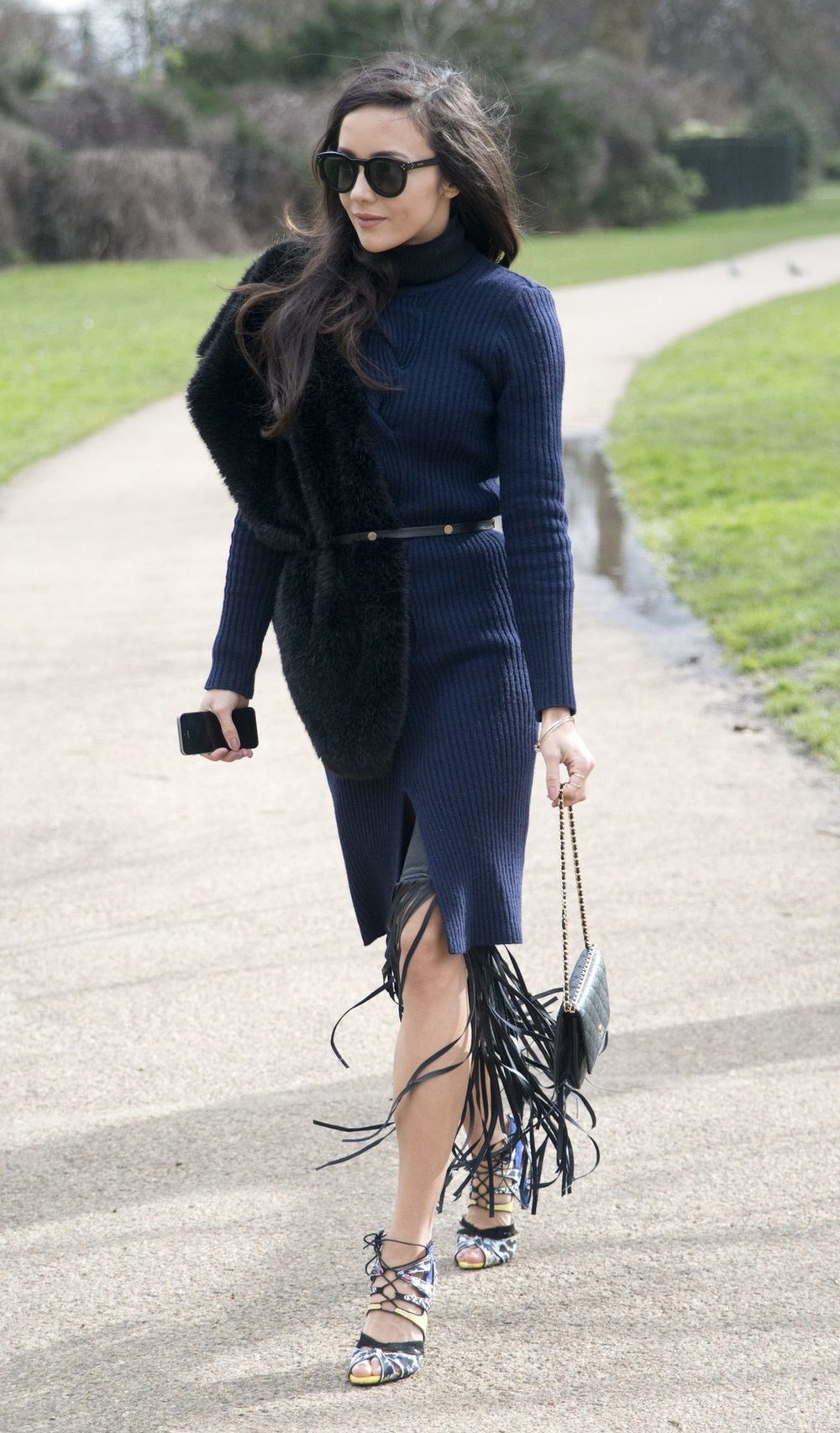 blue-navy-dress-sweater-skinny-belt-brun-sun-black-scarf-stole-black-bag-fall-winter-thanksgiving-outfits-holidays-dinner.jpg