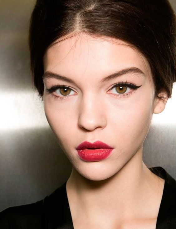 makeup-for-thanksgiving-fall-autumn-warm-colors-wing-eyeliner-beehive-updo-red-lips-skin.jpg