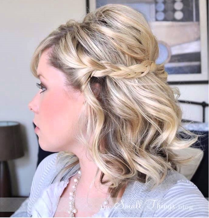 hairstyle-for-thanksgiving-fall-autumn-blonde-braid-messy-sides-pin-lob-wavy.jpg