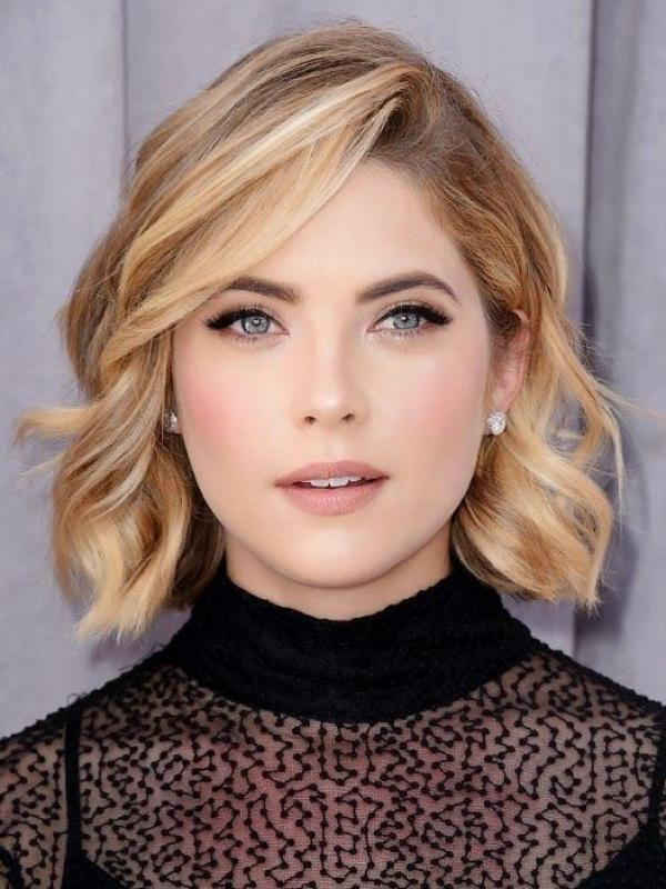 hairstyle-for-thanksgiving-fall-autumn-bob-wavy-side-part.jpg