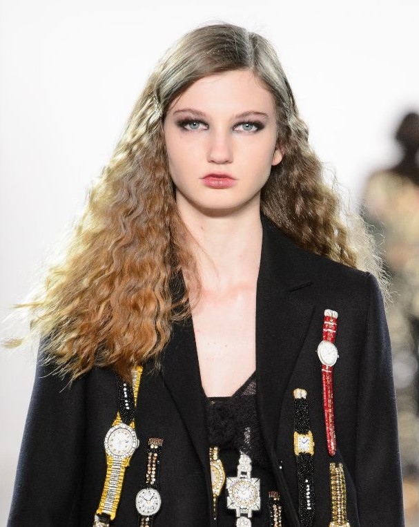 how-to-style-hair-accessories-bobby-pin-hairstyles-ways-to-wear-side-part-single-wavy-runway-trends.jpg