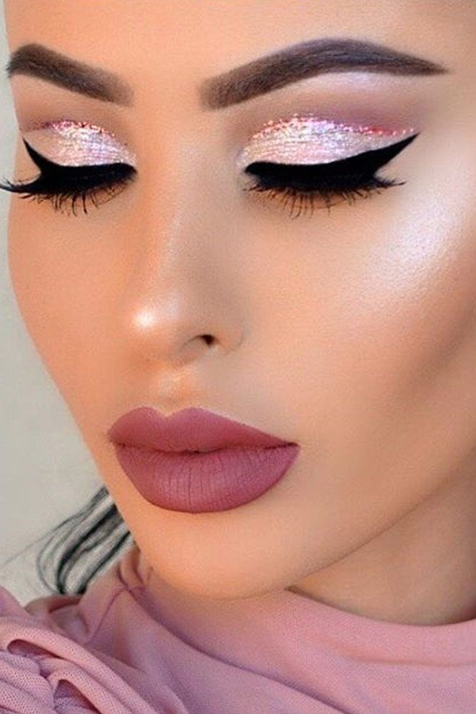 makeup-style-what-to-wear-christmas-day-dinner-holiday-outfits-winter-pink-mauve-glitter-cutcrease-winged-eyeliner.jpg