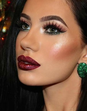 makeup-style-what-to-wear-christmas-day-dinner-holiday-outfits-winter-red-green-berry-lipstick.jpg