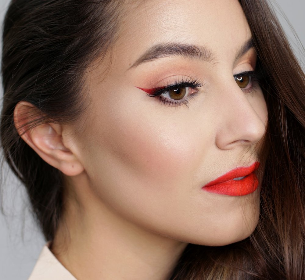 makeup-style-what-to-wear-christmas-day-dinner-holiday-outfits-winter-red-winged-eyeliner.jpg