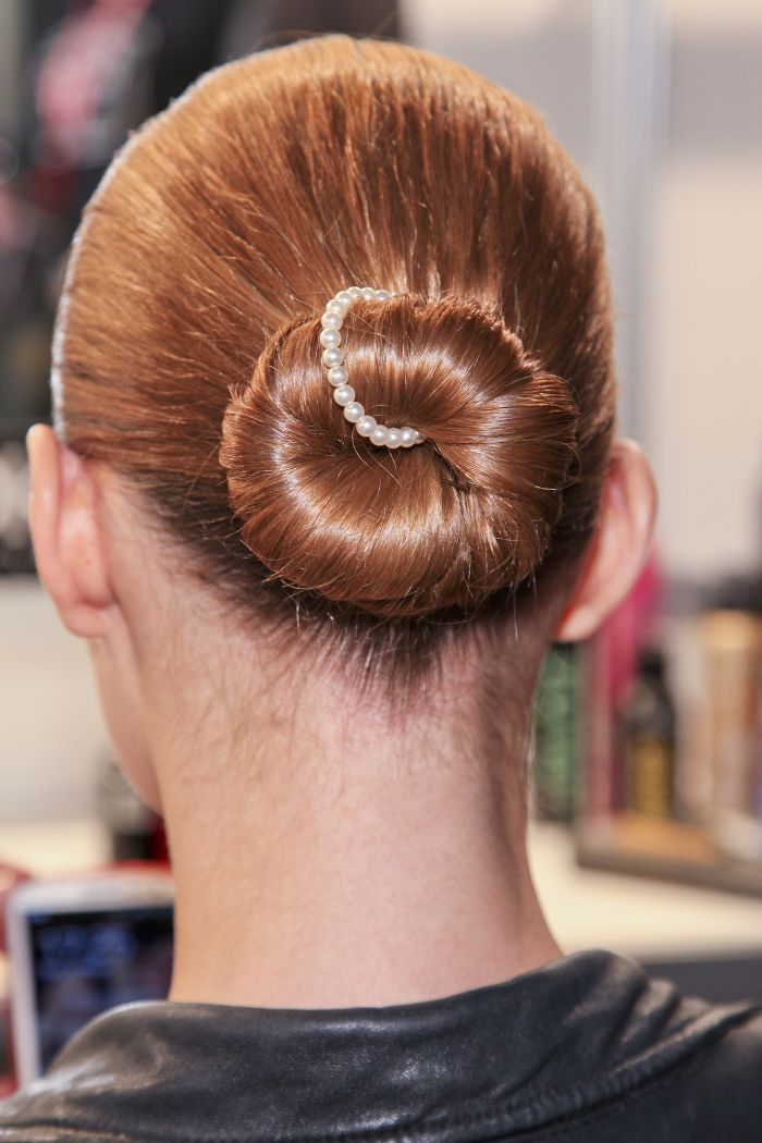 hair-styles-what-to-wear-christmas-day-dinner-holiday-outfits-winter-ballerina-bun-pearl-festive.jpg
