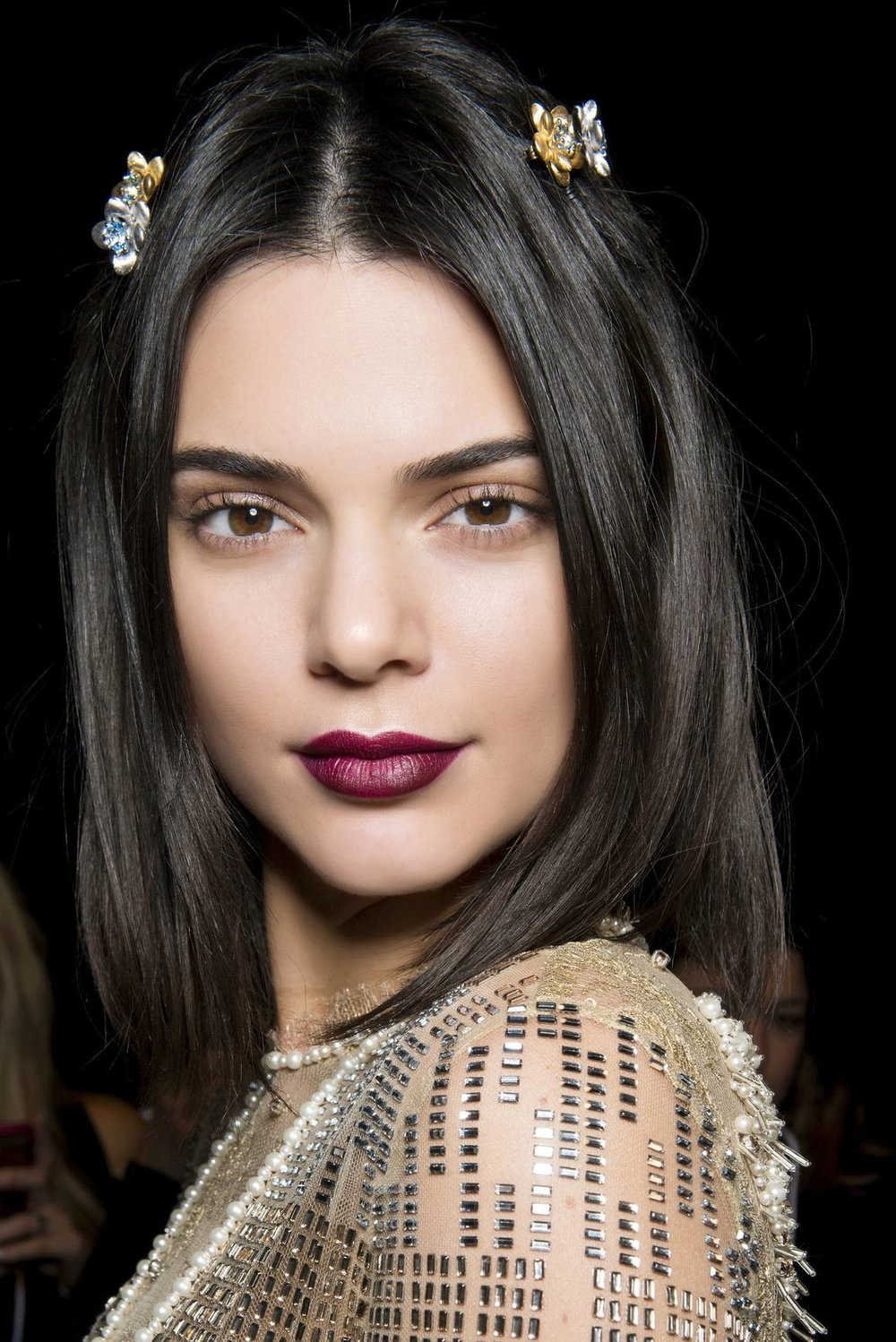 hair-styles-what-to-wear-christmas-day-dinner-holiday-outfits-winter-barrettes-kendalljenner.jpg