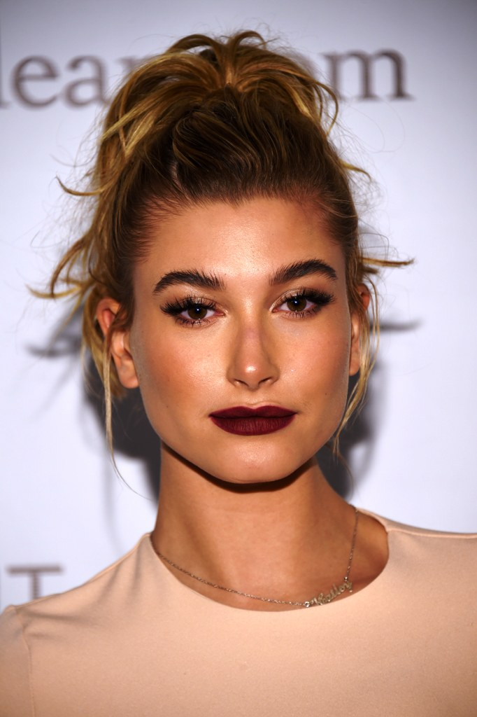 hair-styles-what-to-wear-christmas-day-dinner-holiday-outfits-winter-berry-lipstick-haileybaldwin-ponytail.jpg