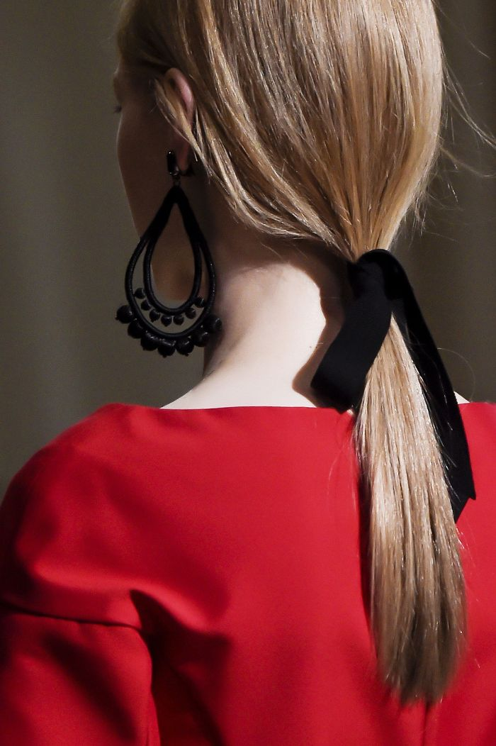 hair-styles-what-to-wear-christmas-day-dinner-holiday-outfits-winter-festive-earrings-ribbon-black-blonde-ponytail.jpg