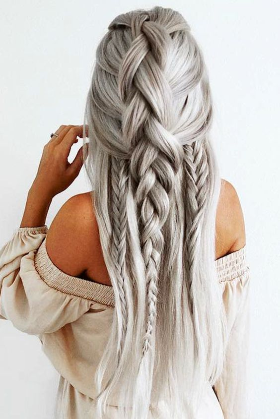 hair-styles-what-to-wear-christmas-day-dinner-holiday-outfits-winter-grayhair-braid-half-up-loose.jpg