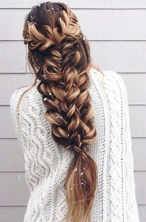 hair-styles-what-to-wear-christmas-day-dinner-holiday-outfits-winter-loose-braid-long-hair-snow.jpg