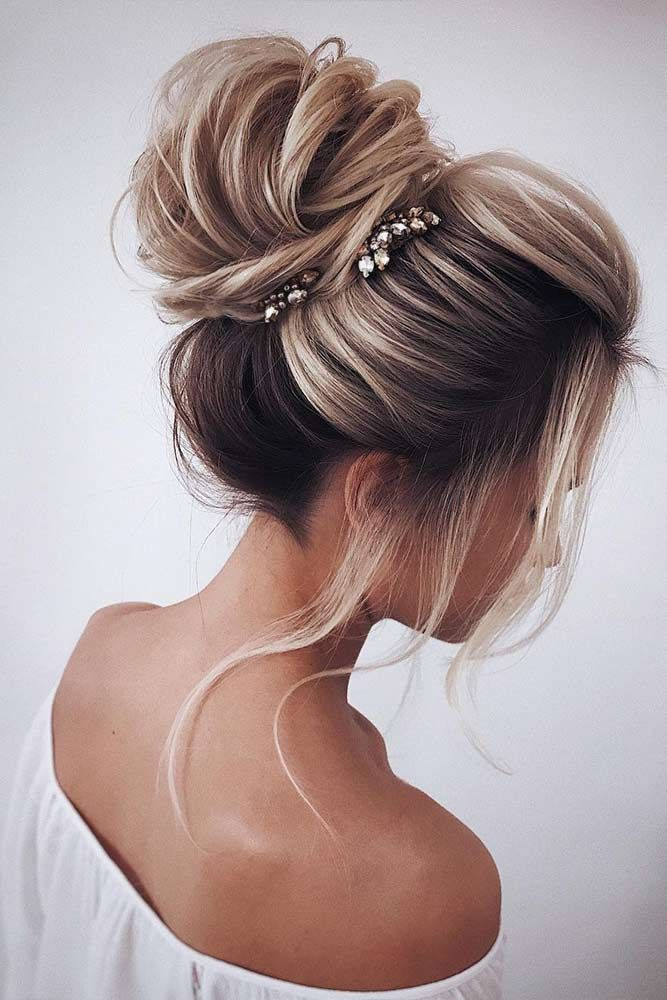 hair-styles-what-to-wear-christmas-day-dinner-holiday-outfits-winter-updo-bun-messy.jpg