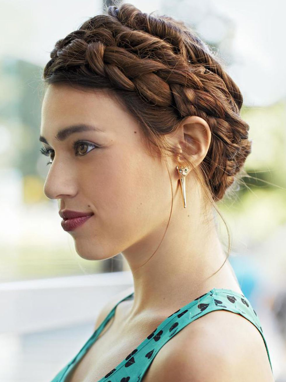 hair-ideas-style-what-to-wear-newyearseve-nye-holiday-outfits-winter-braid-milkmaid-crown.jpg