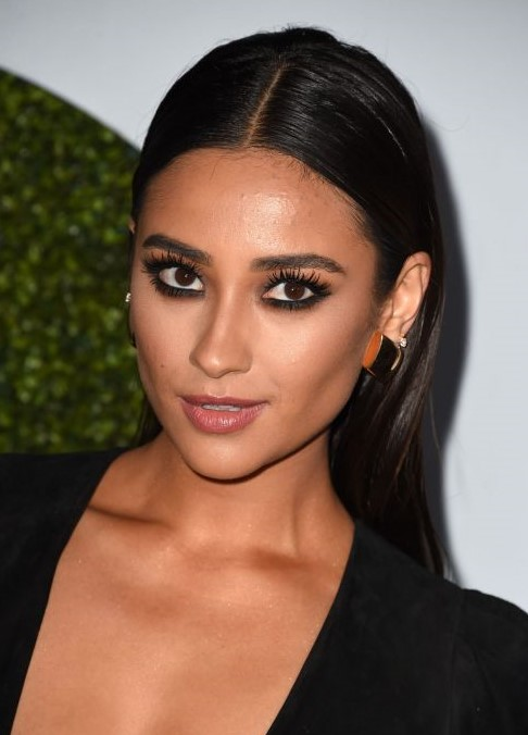 hair-ideas-style-what-to-wear-newyearseve-nye-holiday-outfits-winter-shaymitchell-sleek-middle-part.jpg