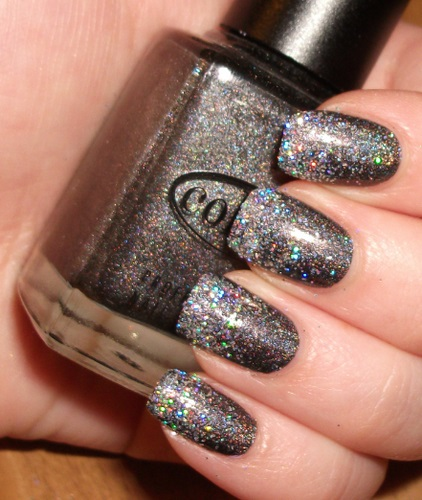 nail-polish-ideas-style-what-to-wear-newyearseve-nye-holiday-outfits-winter-silver-sparkle.jpg
