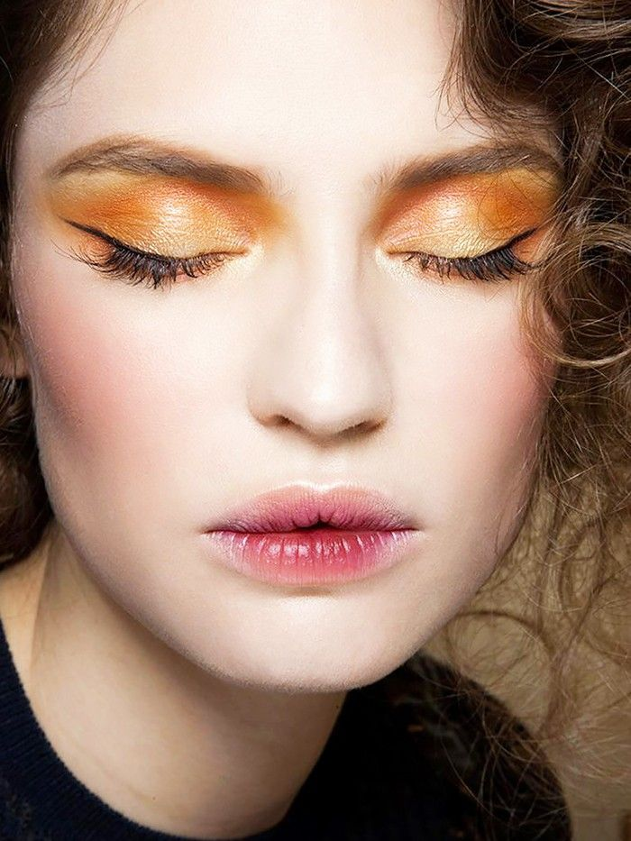 makeup-ideas-style-what-to-wear-newyearseve-nye-holiday-outfits-winter-gold-eyeshadow.jpg