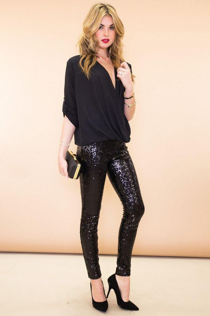 black-skinny-jeans-sequin-black-blouse-mono-black-shoe-pumps-blonde-fall-winter-nye-party-dinner.jpg