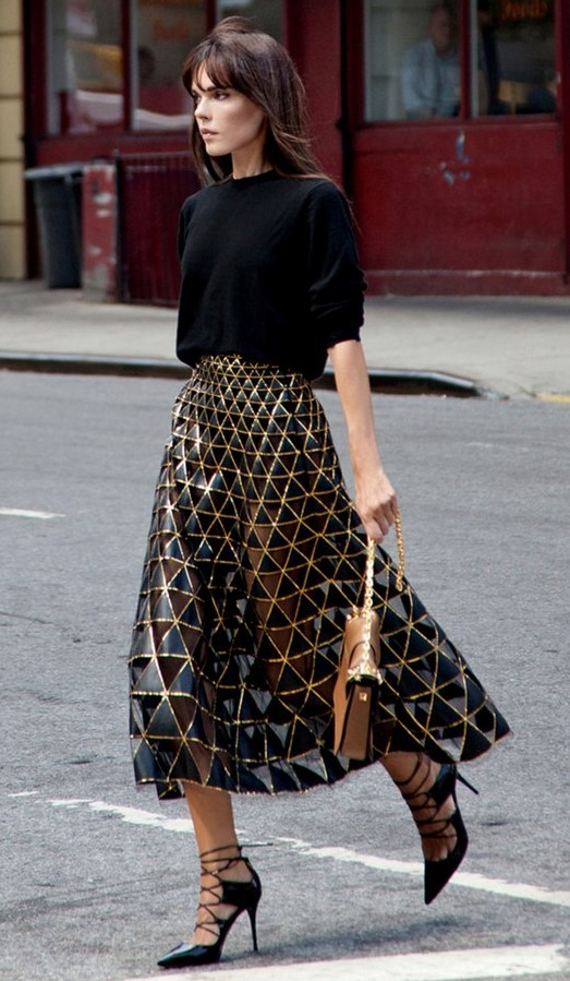 tan-midi-skirt-gold-sheer-black-tee-black-shoe-pumps-brun-fall-winter-nye-party-dinner.jpg