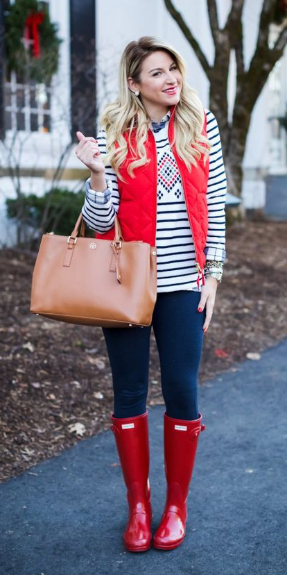 blue-navy-skinny-jeans-white-sweater-stripe-cognac-bag-red-shoe-boots-rain-wellies-red-vest-puffer-holiday-fall-winter-blonde-lunch.jpg