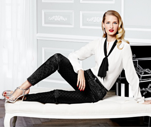 black-slim-pants-white-top-blouse-bow-gray-shoe-sandalh-earrings-blonde-whitehouseblackmarket-holiday-howtowear-fashion-style-outfit-fall-winter-dinner.jpg