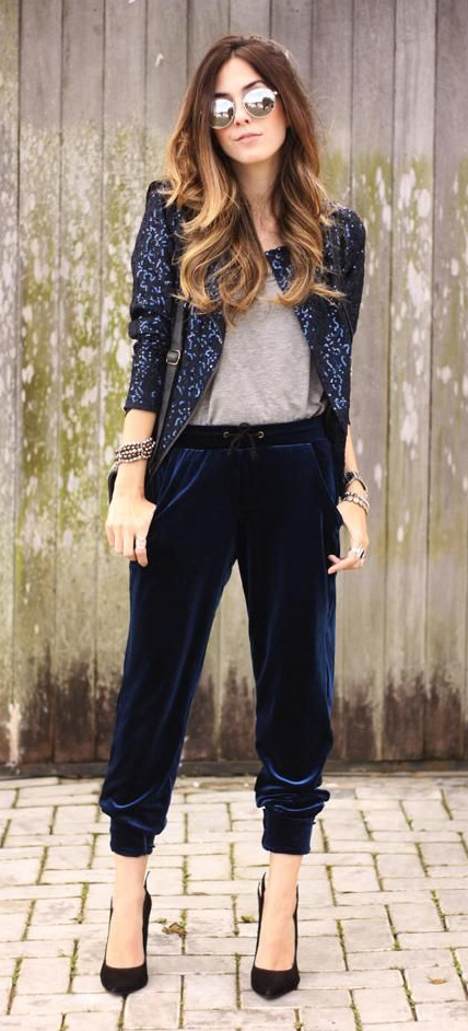 blue-navy-joggers-pants-grayl-tee-blue-navy-jacket-sequin-sun-hairr-black-bag-black-shoe-pumps-howtowear-fashion-style-outfit-fall-winter-holiday-dinner.jpg