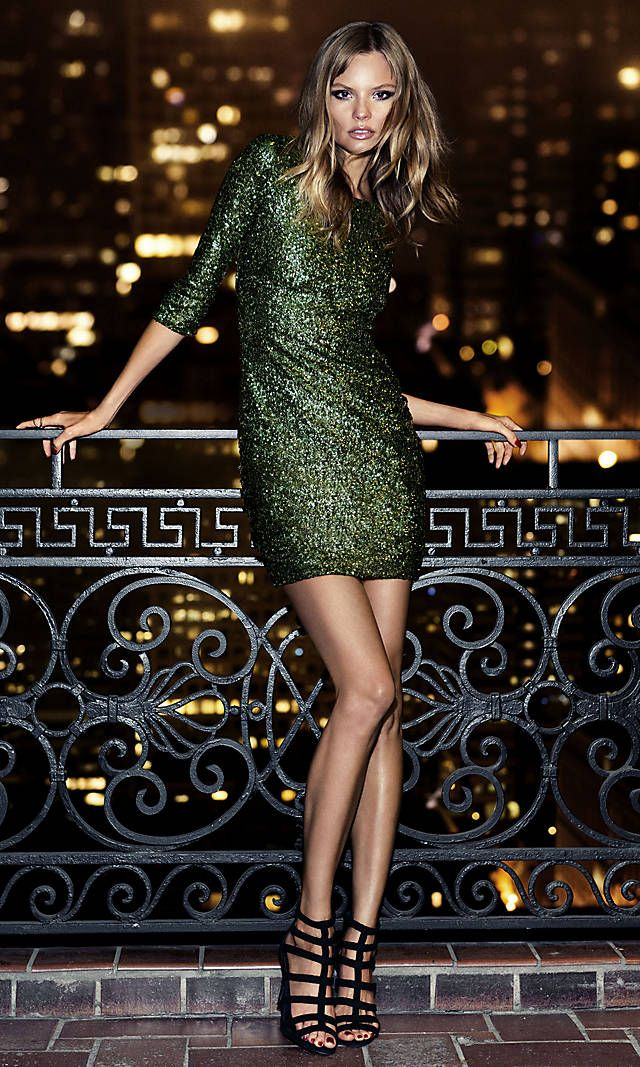 green-olive-dress-mini-sequin-black-shoe-sandalh-blonde-howtowear-fashion-style-outfit-fall-winter-holiday-party-dinner.jpg