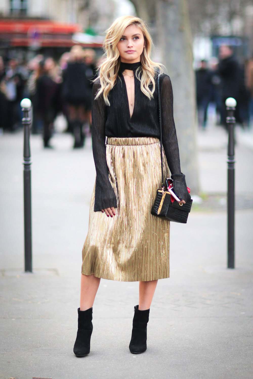 o-tan-midi-skirt-black-top-blouse-black-bag-blonde-black-shoe-booties-pleat-metallic-howtowear-fashion-style-outfit-fall-winter-holiday-dinner.jpg