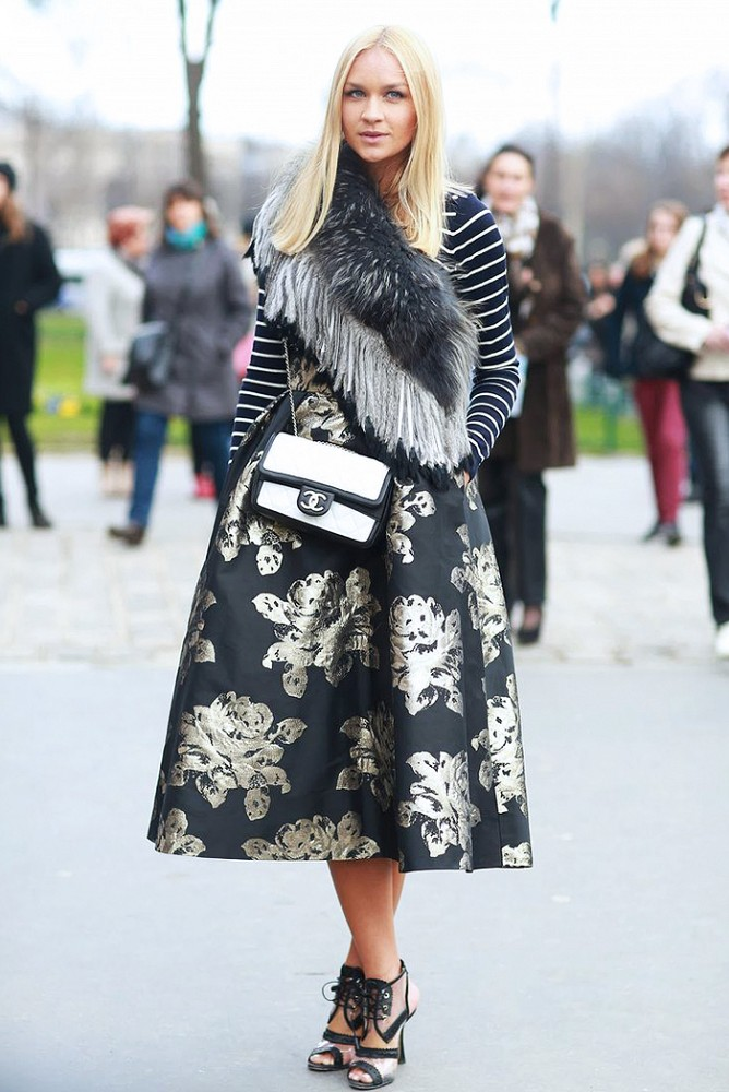 black-midi-skirt-black-sweater-stripe-black-scarf-stole-white-bag-floral-print-mix-black-shoe-sandalh-blonde-howtowear-fashion-style-outfit-fall-winter-holiday-party-newyearseve-dinner.jpg
