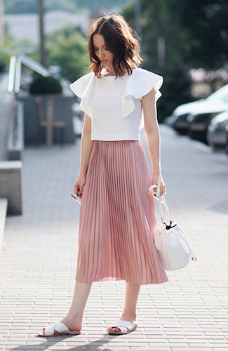pink-light-midi-skirt-pleated-white-top-white-bag-hairr-white-shoe-sandals-howtowear-valentinesday-outfit-fall-winter-lunch.jpg