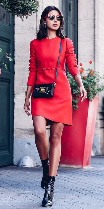 red-dress-mini-black-bag-black-shoe-booties-brun-sun-lob-howtowear-valentinesday-outfit-fall-winter-dinner.jpg