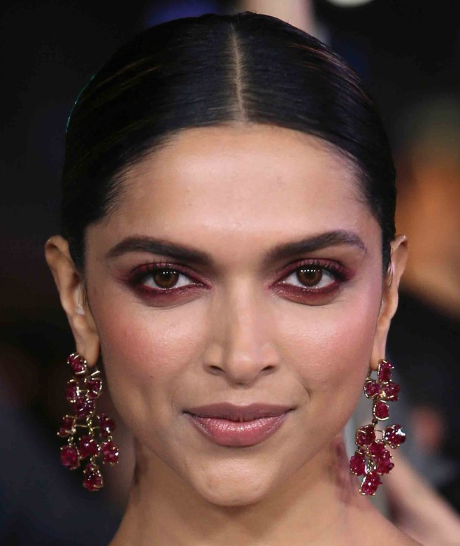 makeup-style-what-to-wear-valentines-day-dinner-holiday-ideas-winter-burgundy-monochromatic.jpg