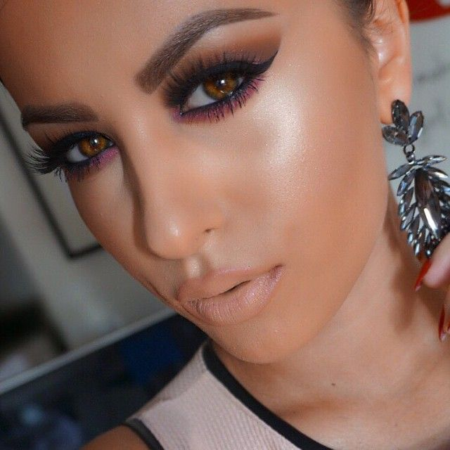 makeup-style-what-to-wear-valentines-day-dinner-holiday-ideas-winter-eyeliner-shadow-nude-bold.jpg