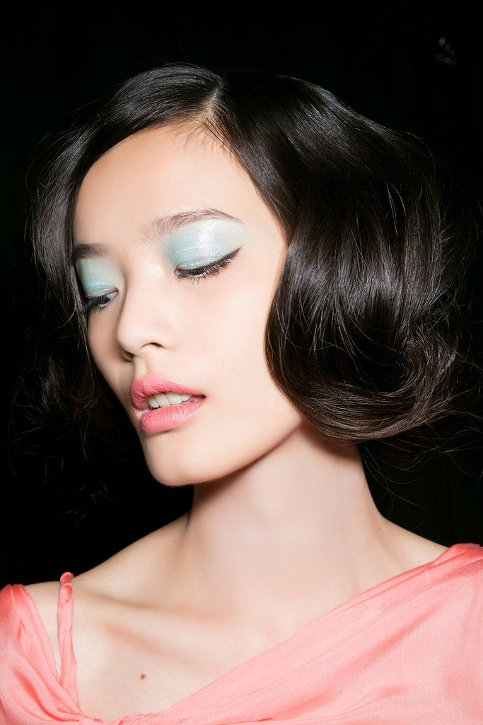 makeup-style-what-to-wear-valentines-day-dinner-holiday-ideas-winter-pastel-blue-lids-eyeshadow.jpg