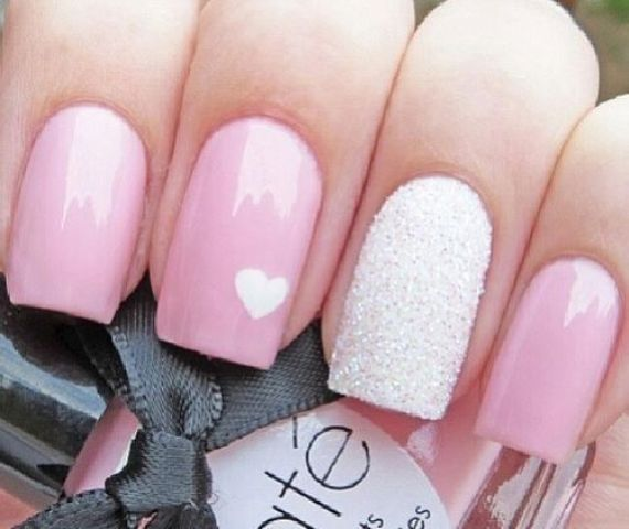 nail-polish-styles-what-to-wear-valentines-day-dinner-holiday-outfits-winter-pink-heart.jpg