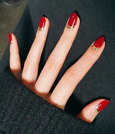 nail-polish-styles-what-to-wear-valentines-day-dinner-holiday-outfits-winter-red-gold.jpg