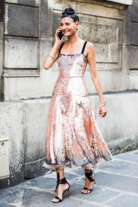 what-to-wear-for-a-summer-wedding-guest-outfit-peach-dress-midi-black-shoe-sandalh-brun-bun-dinner.jpg
