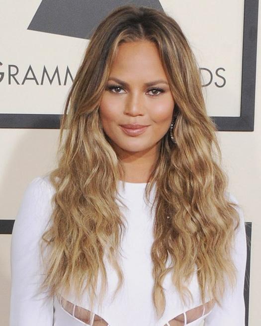 wear-hair-down-wedding-guest-hair-style-beauty-chrissyteigen-long-wavy.jpg