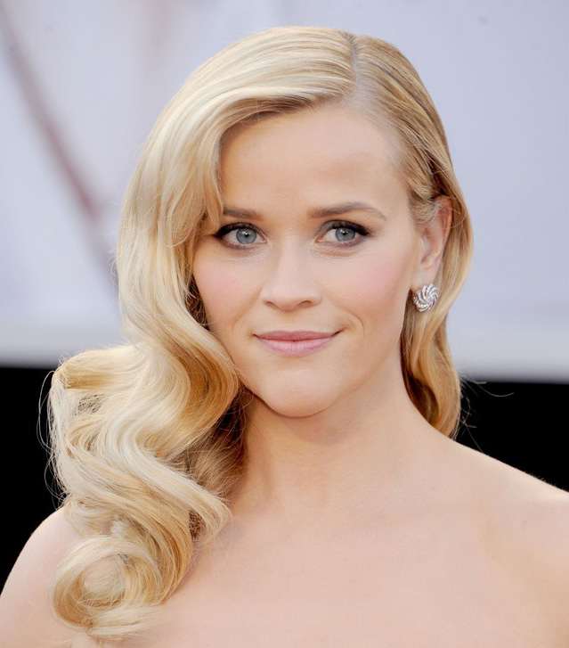 wear-hair-down-wedding-guest-hair-style-beauty-side-part-wavy-blonde-long-reesewitherspoon.jpg