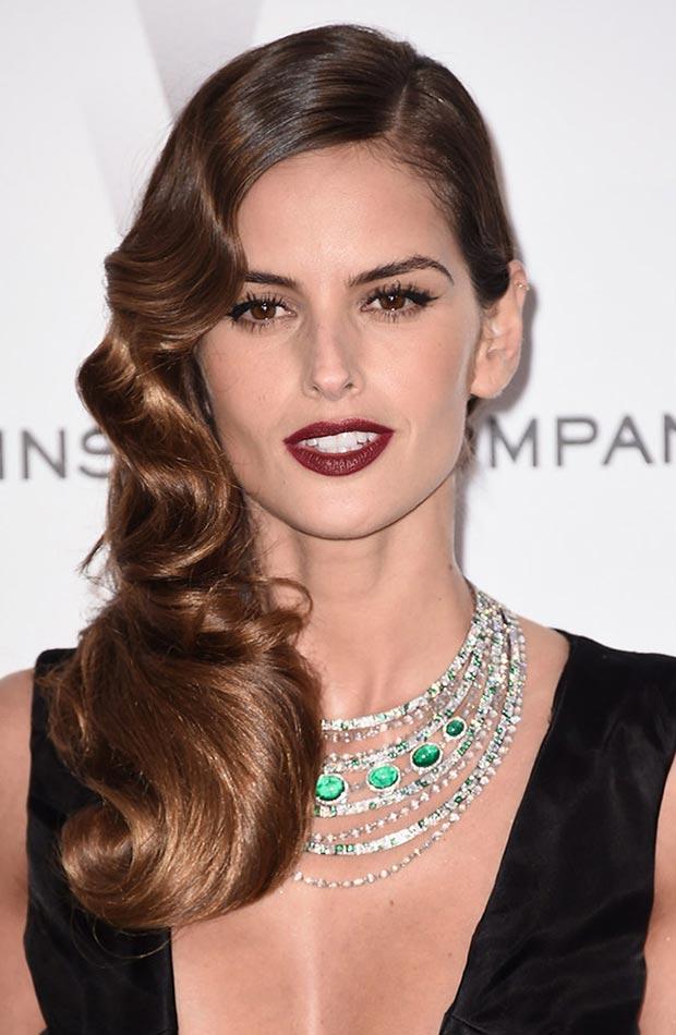 wear-hair-down-wedding-guest-hair-style-beauty-side-part-wavy-brunette-sleek-red-carpet.jpg