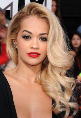 wear-hair-down-wedding-guest-hair-style-beauty-side-part-wavy-ritaora-long-blonde-elegant-black.jpg