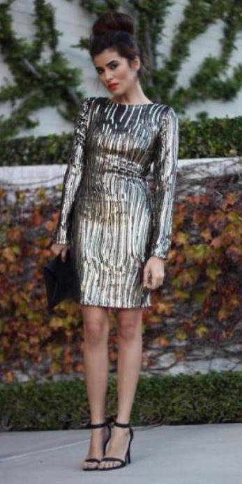 what-to-wear-for-a-fall-wedding-guest-outfit-autumn-tan-dress-mini-black-shoe-sandalh-brun-bun-gold-metallic-dinner.jpg