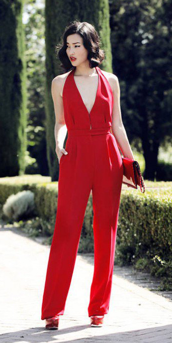 red-jumpsuit-red-bag-clutch-red-shoe-pumps-mono-howtowear-fall-winter-wedding-brun-dinner.jpg